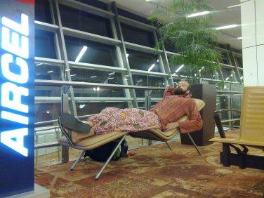 Czekanie na lot do Europy