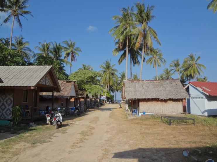 Ko Lanta - Monkey Bungalow - przy tej drodze mieszkamy