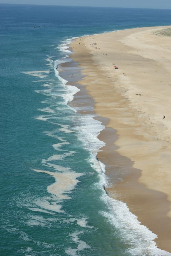 plaża z drugiej strony latarnii morskiej